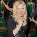 Megan Hilty – Gingerbread House Experience in Los Angeles - 454 x 681