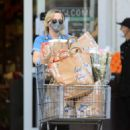 Amy Poehler – Shopping candids - 454 x 681