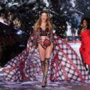 Behati Prinsloo – 2018 Victoria's Secret Fashion Show Runway in NY - 454 x 303