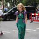 Kylie Minogue – Arriving at the BBC Radio Studios in London - 454 x 606