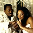 Martin Lawrence and Carmen Ejogo in MGM's What's The Worst That Could Happen - 2001 - 400 x 268