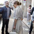 Jennifer Lopez visit The Louvre in Paris - 454 x 681
