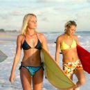 Surfers in Blue Crush (2002) - 454 x 255