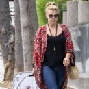 Jodie Sweetin – Shopping Candids at Farmers Market In Los Angeles - 454 x 724