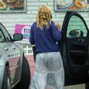 Kirsten Dunst – Takes some ice cream at Baskin-Robbins in Los Angeles
