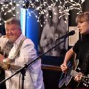 Taylor Swift – Performance at the Blue bird Cafe in Nashville - 454 x 308