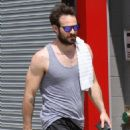 English actor Charlie Cox is spotted working up a sweat after working out in New York City, New York on August 16, 2016 - 454 x 564