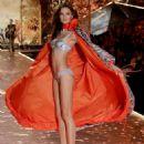 Barbara Fialho – 2018 Victoria's Secret Fashion Show Runway in NY - 454 x 554
