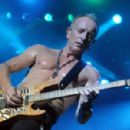 Def Leppard live at Great Allentown Fair on September 1, 2015 - 454 x 299