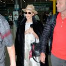 Kylie Minogue – Arriving at Dublin Airport - 454 x 722