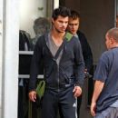 """Taylor Lautner was just filming a bank robbery scene in his new film """"Tracers"""" in New Jersey on Thursday (June 11)"""