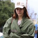 Lana Del Rey and a friend are spotted out shopping in Sherman Oaks, California on January 23, 2017 - 429 x 600