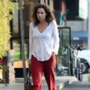 Minnie Driver stops by a nail salon in Los Feliz, California on January 6, 2014 - 431 x 594