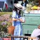 Abigail Spencer – Sets up her floral company at the farmer's market in Montecito - 454 x 619