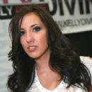 Kelly Divine - 333 x 500