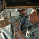 ANTHONY MACKIE and JEREMY RENNER star in THE HURT LOCKER. Photo: Courtesy of Summit Entertainment