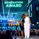 Halle Berry and Queen Latifah At The 2016 MTV Movie Awards - 454 x 328