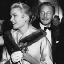 Oleg Cassini and Grace Kelly - 454 x 574