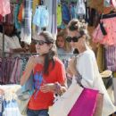 Charlotte Casiraghi – Shopping on the market in Cap-Ferret - 454 x 704
