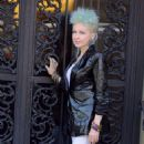 Cyndi Lauper – Filming Commercial in New York City - 454 x 795