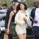 Kylie Jenner – Heads to lunch in Malibu - 454 x 767