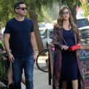 Jessica Alba and Cash Warren out shoppingin Venice Beach, CA - 454 x 598
