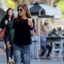Selma Blair and boyfriend shopping in Melrose - 454 x 682