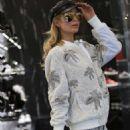 Paris Hilton – Out in Milan - 454 x 639