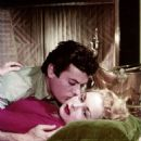 Janet Leigh and Tony Curtis - 454 x 568