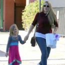 Busy Philipps and her daughter Birdie running errands in Los Angeles, California on December 14, 2013 - 454 x 590