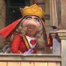 Miss Piggy - 360 x 240