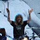 Steven Adler perform at the Rock N Roll Hall of Fame Induction on April 14, 2012 - 454 x 564