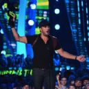 Luke Bryan-June 10, 2015-2015 CMT Music Awards - Show - 454 x 346