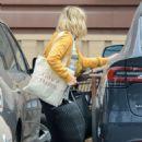 Kristen Bell – Shopping in Studio City