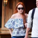 Lindsay Lohan in Jeans with friend out in New York City - 454 x 533