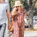 Amy Adams in Long Dress Shopping in Los Angeles - 454 x 681