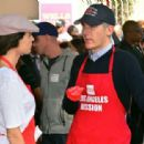 Minnie Driver – Los Angeles Mission Hosts Thanksgiving Event For The Homeless - 454 x 313