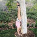 Britney Spears Doing A Handstand Twitter Pic