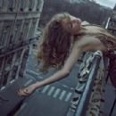 Annika Krijt - Vogue Magazine Pictorial [Portugal] (August 2017) - 454 x 303