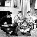 Johnny with his daughter's Cindy, Kathy and Rosanne Cash
