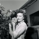 Betty White at Home 1954-57 - 454 x 454