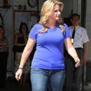 """Trisha Yearwood - """"Live With Regis And Kelly"""" In New York City 2008-06-12"""