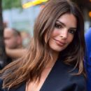 Emily Ratajkowski – Stepping out in her hotel in New York