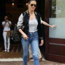 Heidi Klum – Leaving her Hotel in New York - 454 x 650