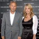 Christine Baumgartner and Kevin Costner - 255 x 340