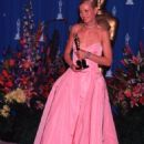 Pink Ralph Lauren´s dress of Gwyneth Paltrow in 71 Academy Awards in 1999 - 454 x 633