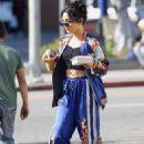 Vanessa Hudgens – Grabbing iced coffee in Los Feliz - 454 x 685