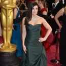 Idina Menzel At The 86th Annual Academy Awards - Arrivals (2014)