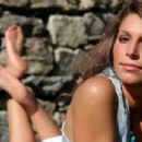 Laury Thilleman - 454 x 303