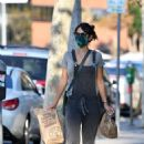 Jordana Brewster – Ppicks up Chipotle to go for her family - 454 x 681